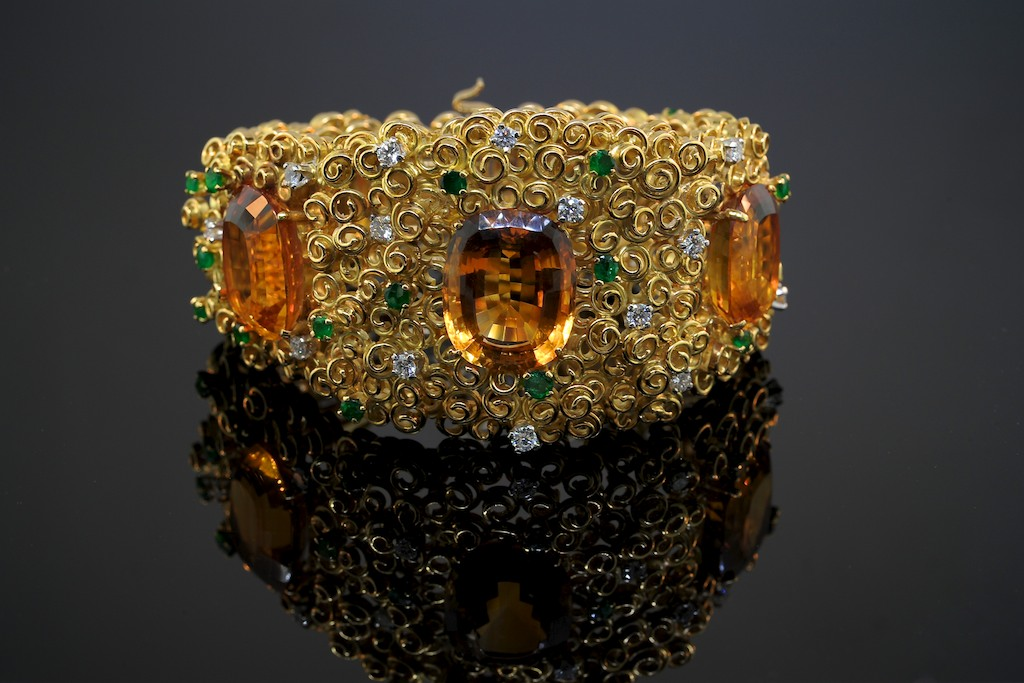 A-citrine-emerald-diamond-yellow-gold-bracelet-by-Grima-2